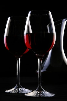 Twee elegante glazen met wijn