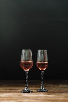 Twee elegante vermouth-glazen