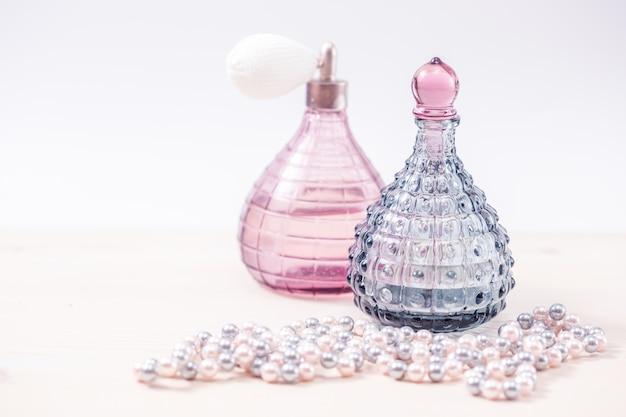 Twee glazen flessen