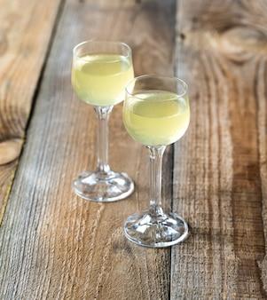 Twee glazen limoncello
