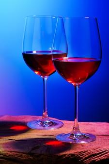 Twee glazen rode wijn