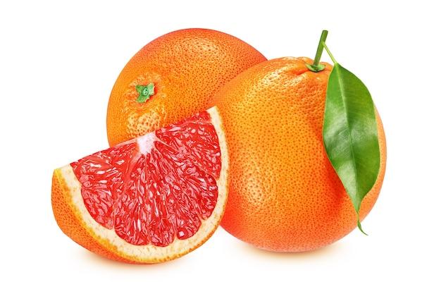 Twee grapefruits met geïsoleerd blad en plak