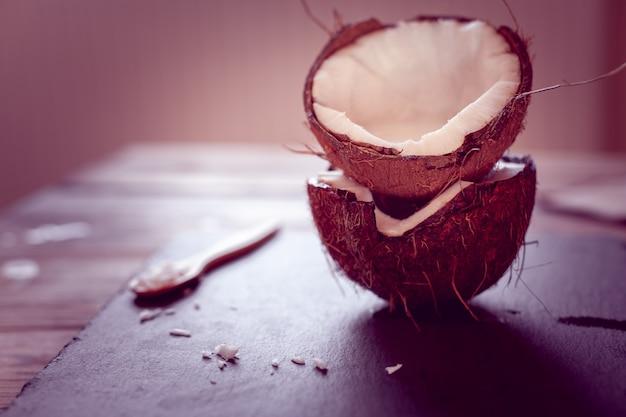 Twee helft kokosnoot