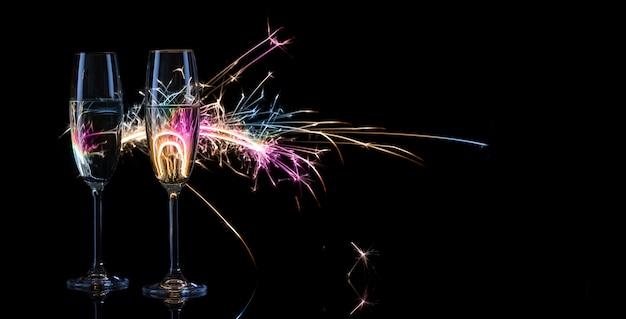 Twee hoge glazen champagne
