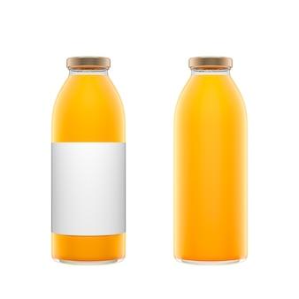 Twee hoge transparante glazen flessen met label gevuld met sinaasappelsap geïsoleerd op witte achtergrond. 3d-rendering illustratie.