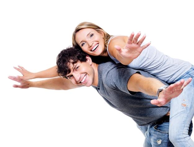 Twee jonge gelukkige persoon met de handen naar boven opgeheven