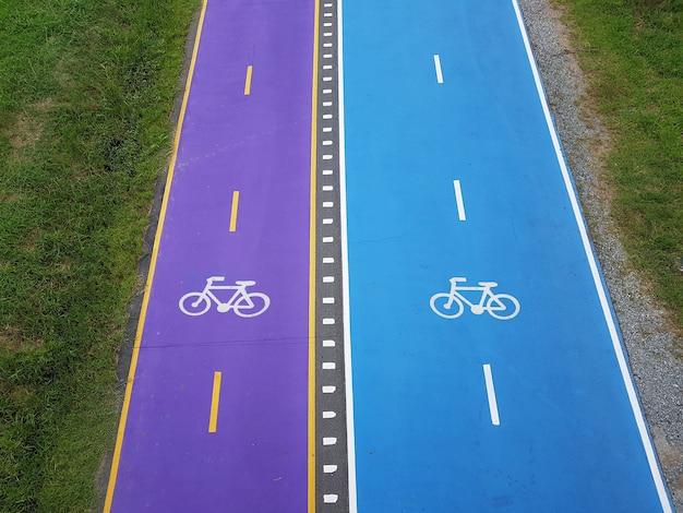 Twee kleuren fietsstrook