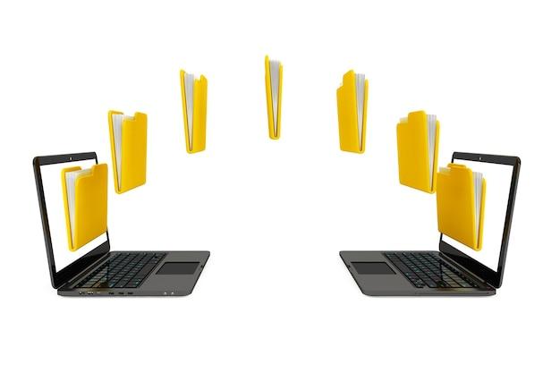 Twee laptopcomputers met mappen die tussen elkaar worden overgedragen op een witte achtergrond