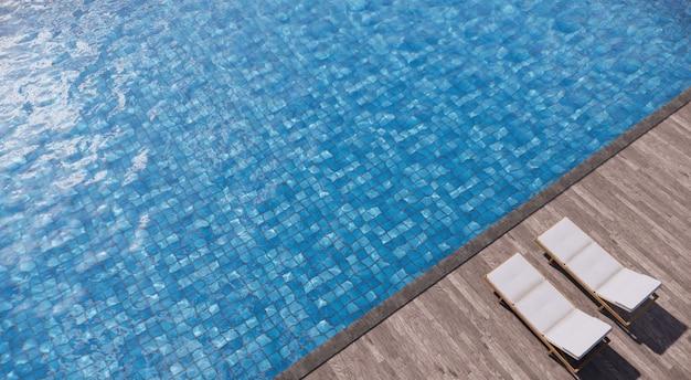 Twee ligbedden op houten dekzijde zwembad.
