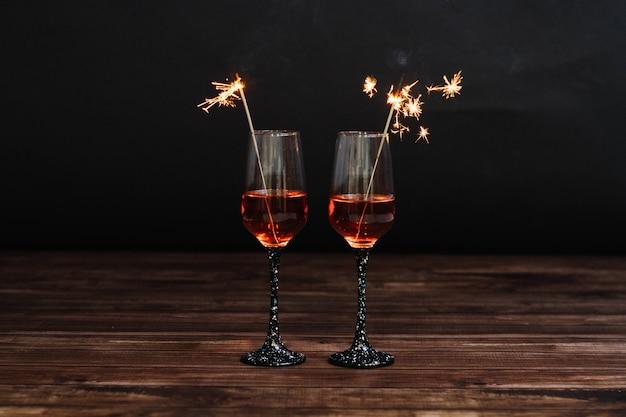 Twee martini-glazen