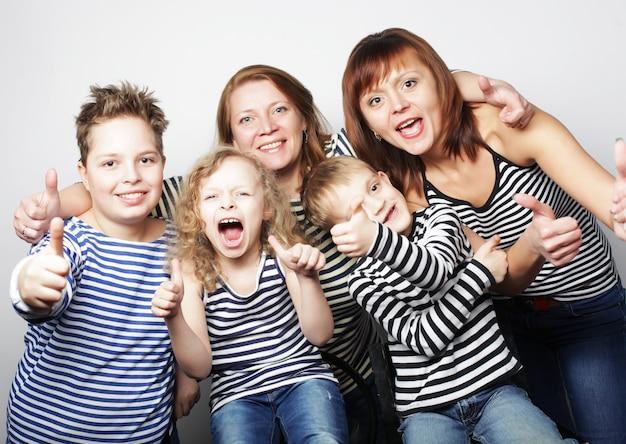 Twee moeders en drie kinderen