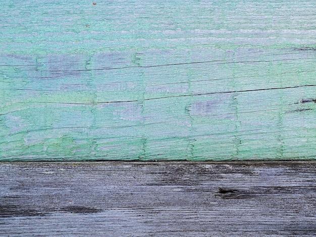Twee oude planken van het hek lichtgroen en grijs