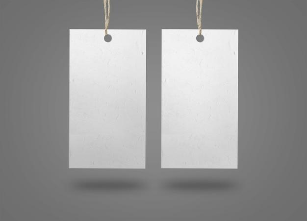 Twee papieren etiketten op een grijze ondergrond