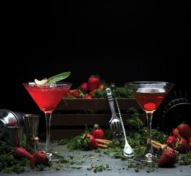 Twee personen alcohol rode kosmopolitische