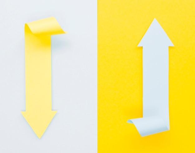 Twee pijlen die in verschillende richtingen wijzen