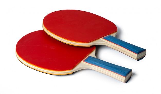 Twee pingpongrackets die op wit worden geïsoleerd