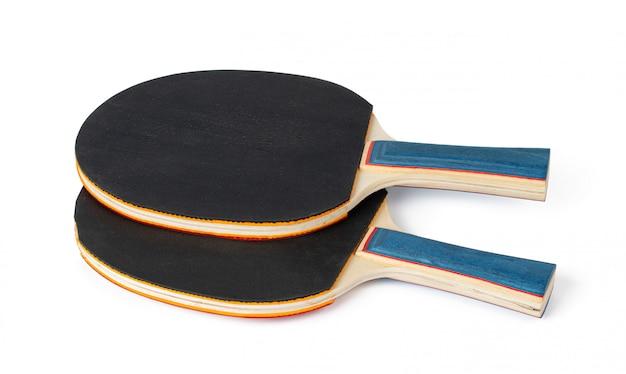 Twee pingpongrackets die op witte achtergrond worden geïsoleerd