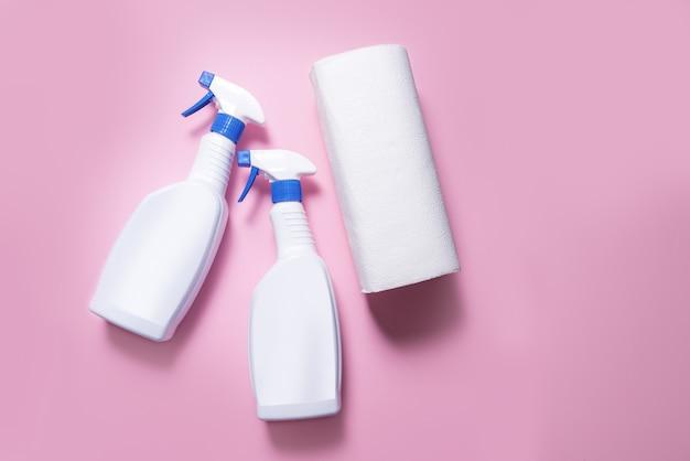 Twee plastic flessen met spray