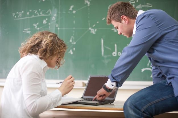 Twee studenten aan het werk