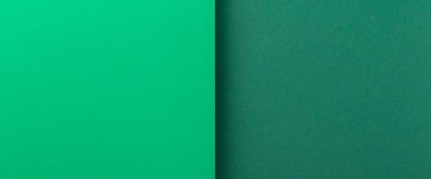 Twee tinten groene kartonnen achtergrond. bovenaanzicht, plat gelegd. banier.