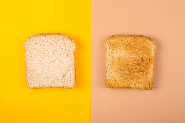 Twee toasts van gevarieerd brood op gele en bruine achtergronden