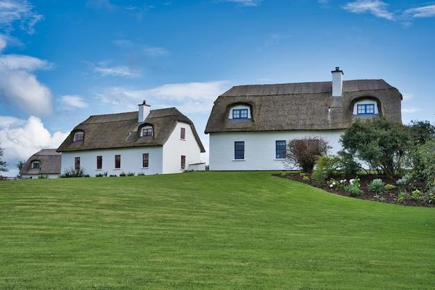 Twee traditionele huizen in ierland