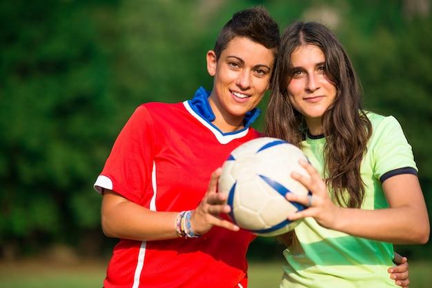 Twee vrouw voetballers