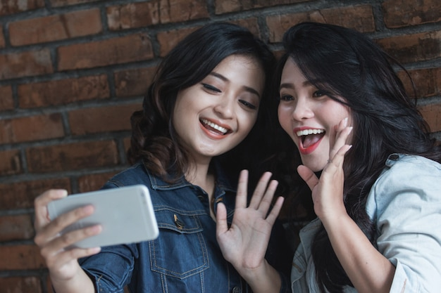 Twee vrouwelijke vriendenactiviteit