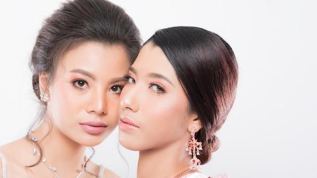 Twee vrouwen model mooie make-up.