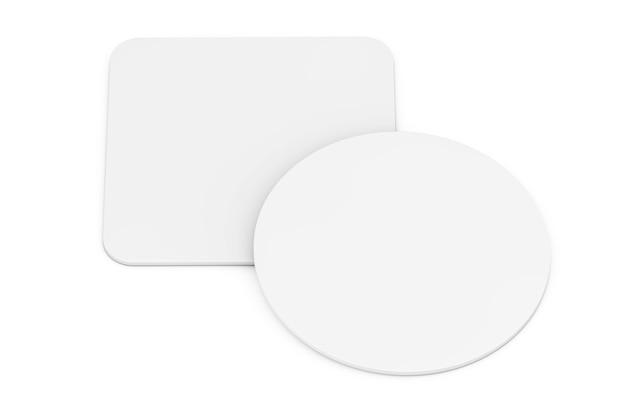 Twee witte lege bierviltjes op een witte achtergrond. 3d-rendering