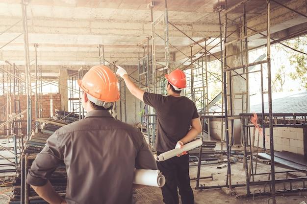 Twee zakenman bouwplaats ingenieur