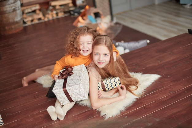 Twee zussen op kerstavond.