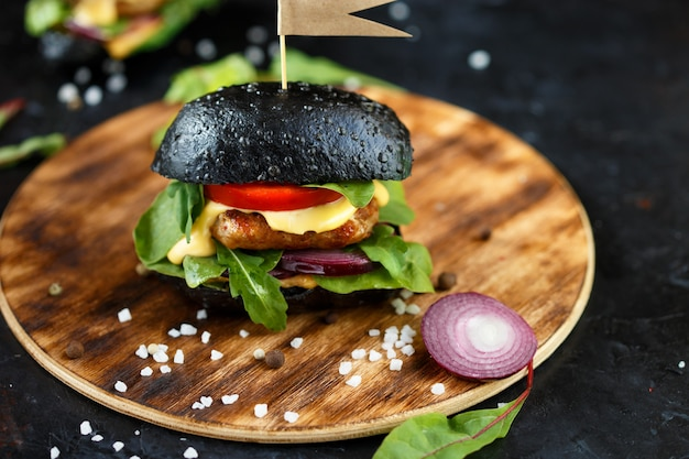 Twee zwarte hamburgers