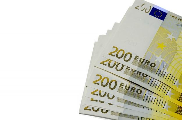 Tweehonderd euro geld op wit