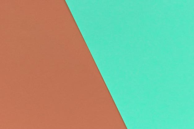 Tweekleurig bruin en groen papier overlappen elkaar