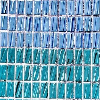 Tweekleurige blauwe marmeren tegels achtergrond