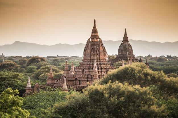 Tweeling pagode in bagan