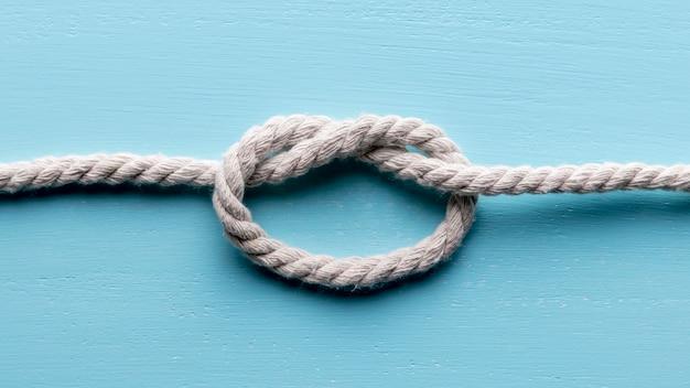 Twijn sterk wit touw met platte knoop