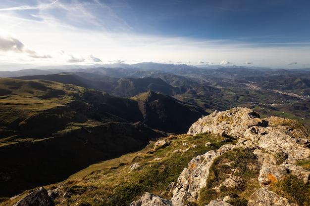 Txindoki-piek met het geweldige uitzicht op heel baskenland