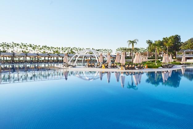 Typ entertainmentcomplex. het populaire resort met zwembaden en waterparken in turkije. luxe hotel. toevlucht.