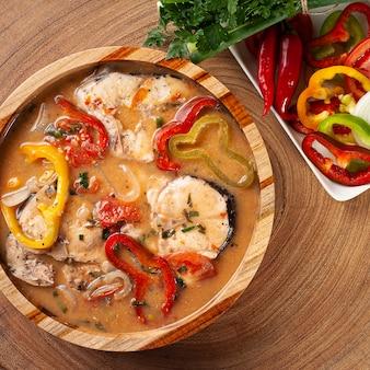 Typisch gerecht uit de braziliaanse keuken genaamd moqueca de peixe