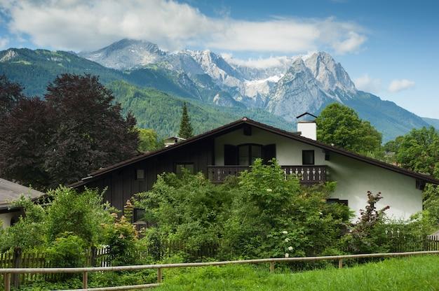 Typisch huis in de alpen