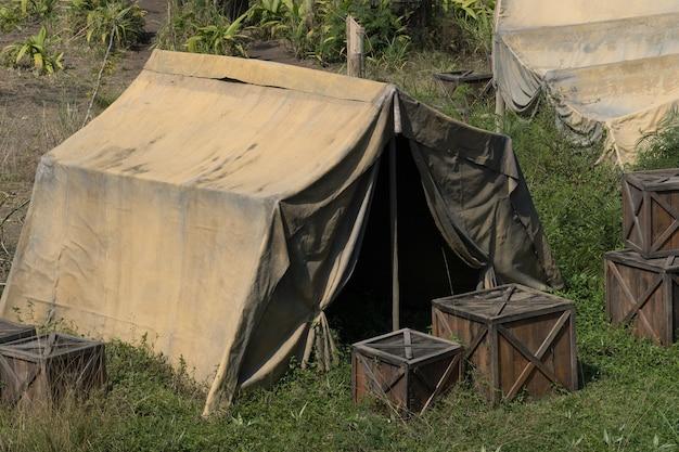 Typisch kamp voor mensen in savannes, of afgelegen locaties.