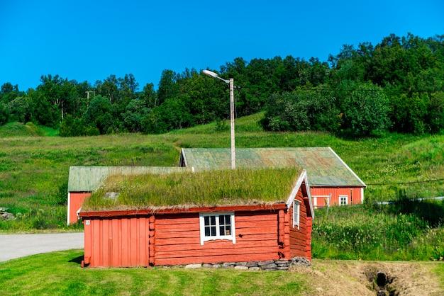 Typisch noors rood huis