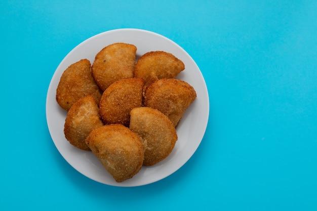 Typisch portugese snack met vleesrissois de carne