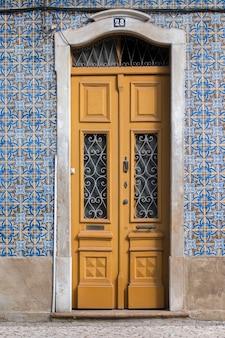 Typische deur uit de algarve