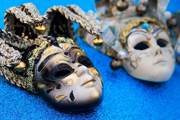 Typische maskers van het traditionele carnaval van venetië