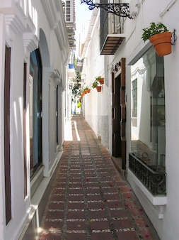 Typische oude stadsstraat in marbella costa del sol malaga andalusië spanje