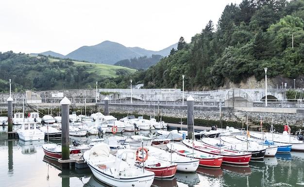 Typische pier van het noordelijke cantabrische gebied van spanje baskenland
