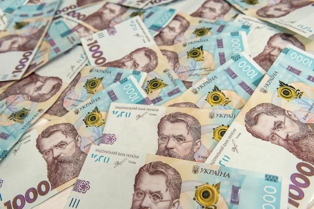 Uah. achtergrond van het nieuwe bankbiljet van 1000 van oekraïne. hetzelfde en geld concept. oekraïens geld.
